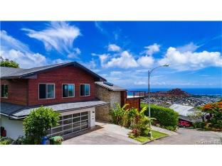 4717 Halehoola Place, Honolulu, HI 96816