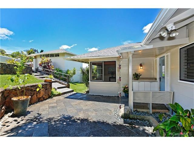 1882 Mott Smith Drive, Honolulu, HI 96822