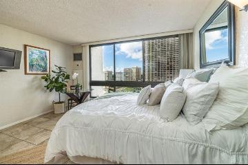 300 Wai Nani Way, II/1220, Honolulu, HI 96815