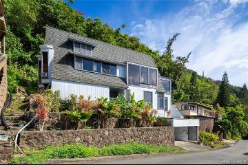 3237 Beaumont Woods Place, Honolulu, HI 96822