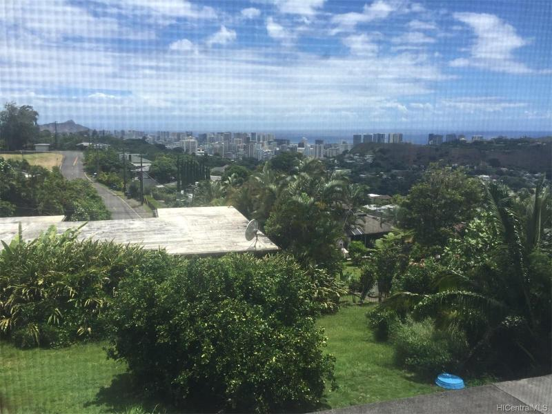 2818 Laola Place, Honolulu, HI 96813