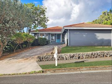 1065 Kaoopulu Place, Honolulu, HI 96825
