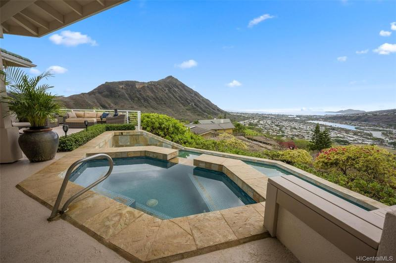 1004 Hanohano Way, Honolulu, HI 96825