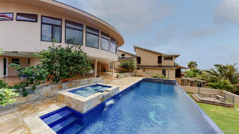 146 Polihale Place, Honolulu, HI 96825