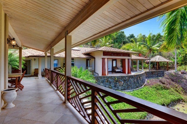 825912 Coffee Royal Pl, Captain Cook, HI 96704
