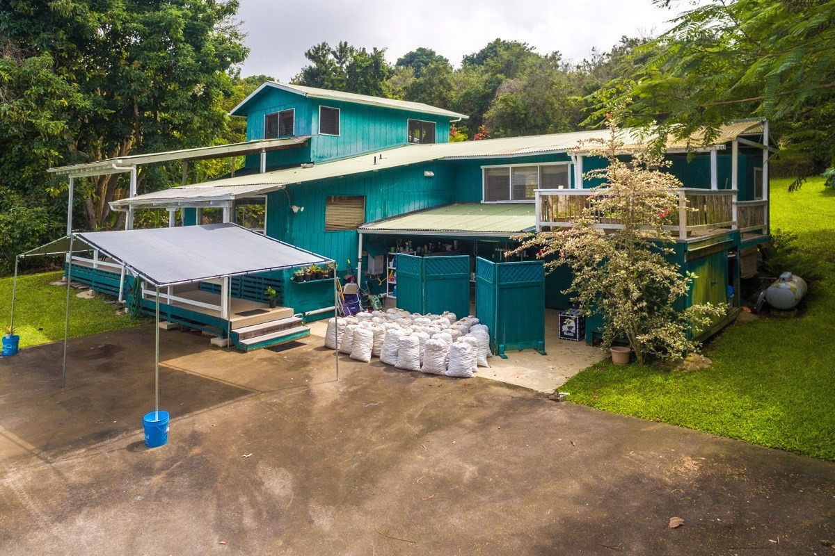 821087 Koa Rd, Captain Cook, HI 96704